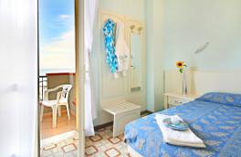 Chambre avec vue sur la mer de l'hôtel Cadiz de Viserbella de Rimini