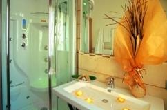 Salle de bain de l'hôtel Palos de Viserbella de Rimini