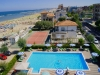 hotel-atlantic-rimini-piscine-solarium-court-de-tennis-plage-privee