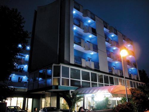 Hotel dasamo viserbella hotels h tels rimini c te for Hotel trois etoiles