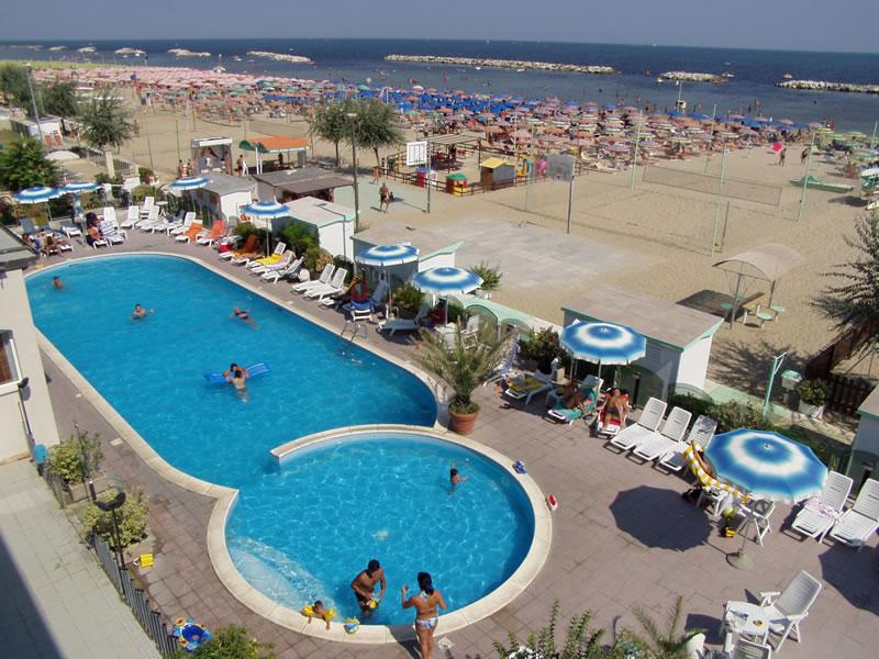 Superb Hotel Diana Sur La Plage Adriatique Avec Piscine