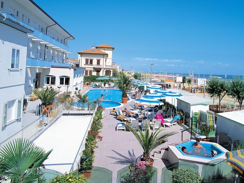 Hotel-diana-trois-etoiles-en-bordure-de-plage-