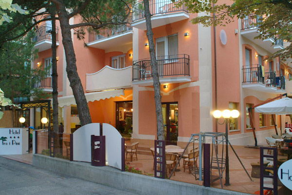 Hotel fra i pini viserbella hotels h tels rimini for Hotel trois etoiles